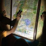 Challenge Ruwenzori Mountain-Bike Solidario revisando el mapa de la ruta