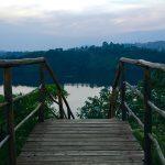 Challenge Ruwenzori Mountain-Bike Solidario escaleras de uno de los resort