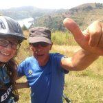 Challenge Ruwenzori Mountain-Bike Solidario selfie con el guía